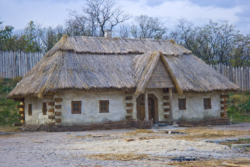 Fototapeta na wymiar old traditional ukrainian house with thatched roof