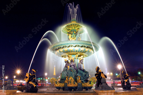 Photo sur Toile Fontaine Paris. Place de la Concorde: Fountain at night