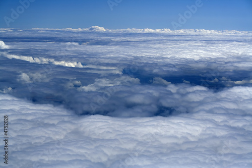Poster Aurore polaire white snow plain of clouds