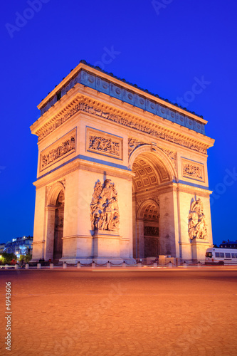 Stickers pour porte Delhi The Triumphal Arch, Paris at night