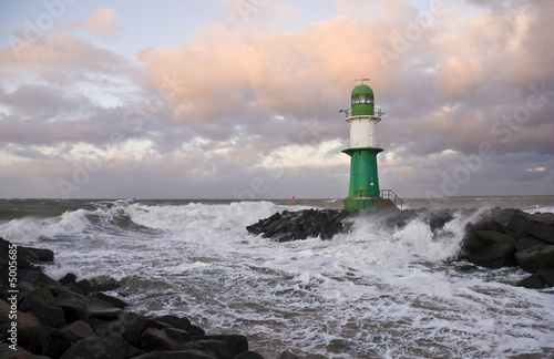Foto op Aluminium Vuurtoren Leuchtturm bei Sturm