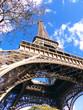Tour Eiffel en contre plongée