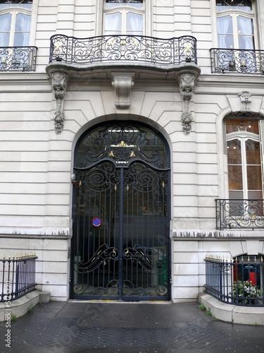 Porte Cochere Et Balcon De Fer Paris Buy This Stock Photo And