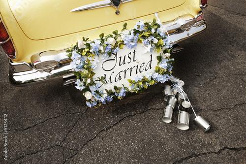 Keuken foto achterwand Vintage cars just married sign on bumper of vintage car