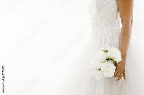 Fotografía  Bride holding bouquet.