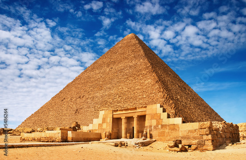 Tuinposter Egypte Ancient egyptian pyramid against blue sky