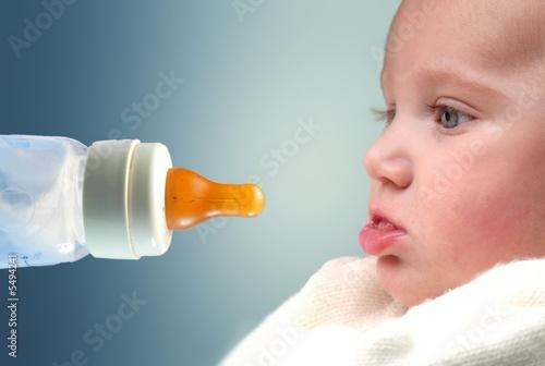 Fotografija biberon e neonato