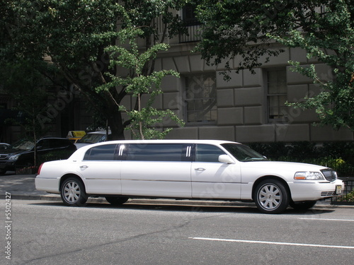 stretch limousine in new york Poster Mural XXL