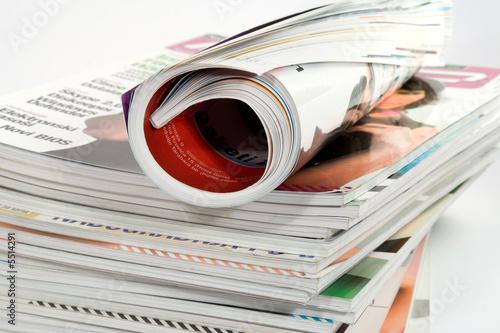 Photographie  Studio de magazines différents isolé sur blanc