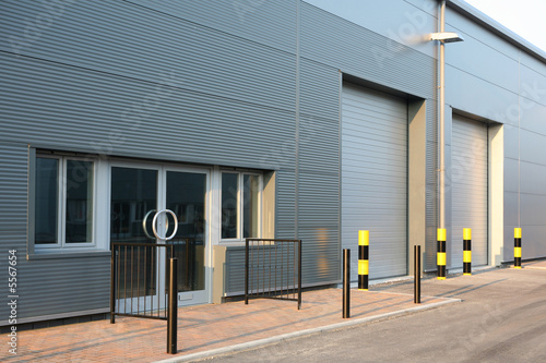 Deurstickers Industrial geb. Detail of new industrial unit/warehouse with steel cladding