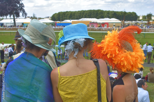 Valokuva  France,hippodrome de Chantilly : chapeaux