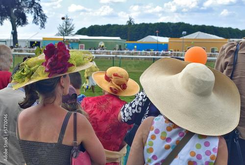 Fényképezés  France, hippodrome de Chantilly : chapeaux
