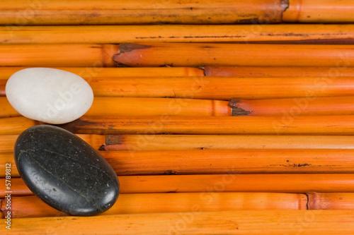 Doppelrollo mit Motiv - Day spa background of stones, soap, towels, and shells (von Chad McDermott)