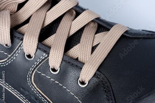 chaussure lacet oeillet cuir