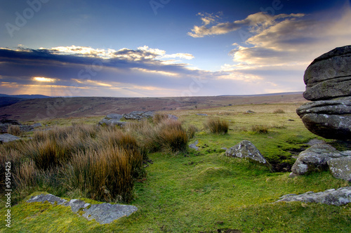 Photo Beautiful sunrise at Combestone Tor Dartmoor South Devon