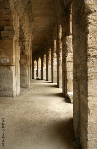 Photo  passage in the colloseum in arles (france)
