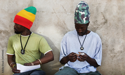 Rastafarian men smoking cannabis Canvas-taulu