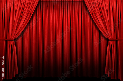 Fotografía  Red stage curtain with arch entrance