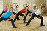 Grupa kobiet ćwicząca fitness