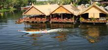 Restaurant Et Bateaux Sur La Riviere Kwai