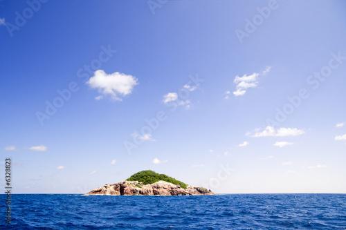 Spoed Foto op Canvas Eiland Lonely island