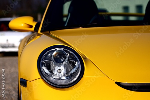 Photo  bolide jaune