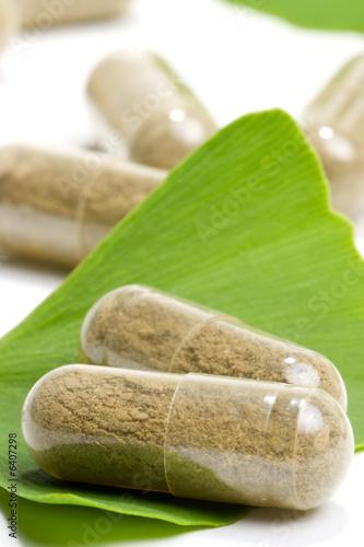 Fotografia  Ginkgo Biloba extract pills and Ginkgo Biloba leaves