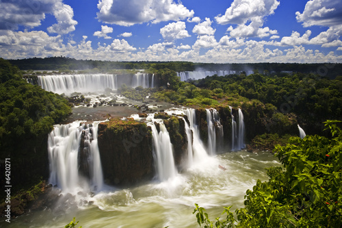 Poster Grijze traf. Iguassu Falls is the largest series of waterfalls on the planet,
