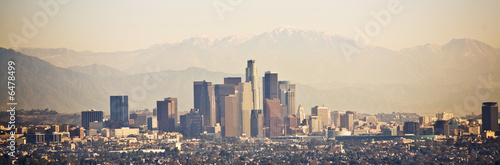 Photo  Los Angeles skyline with mountains behind
