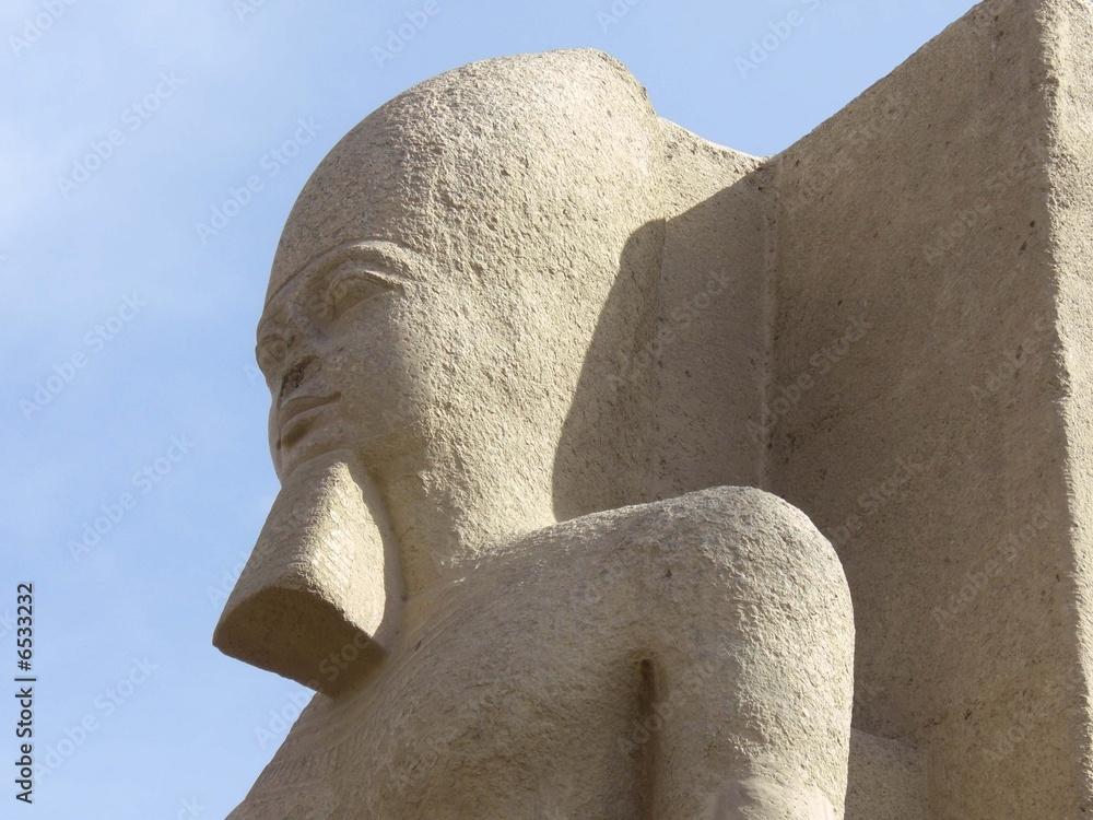 Egypte statue de Ramses à Memphis