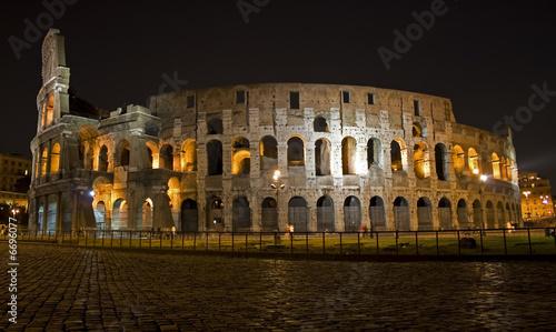 Photo  colosseum in night