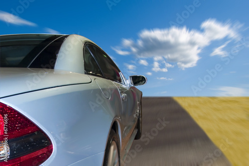 Photo  Silver sports car driving fast on the highway
