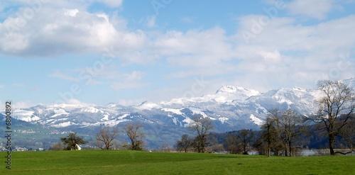 vallée alpine et sommets #6800892
