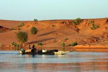 Pinasse Sur Le Niger