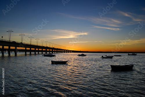 Atardecer junto al puente, Huelva