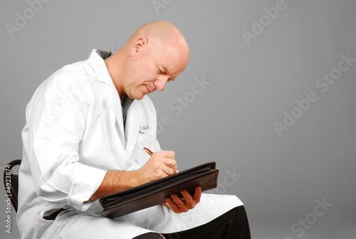 Photo  Physician Making Notes