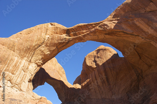 Arches in rocks. - 7193420