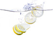 Leinwanddruck Bild - Lemon Slices in Water