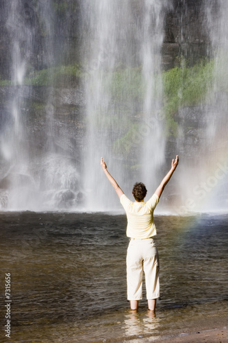 Fototapety, obrazy: Woman and tropical waterfall