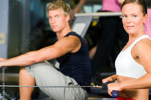Poster Fitness An der Rudermaschine