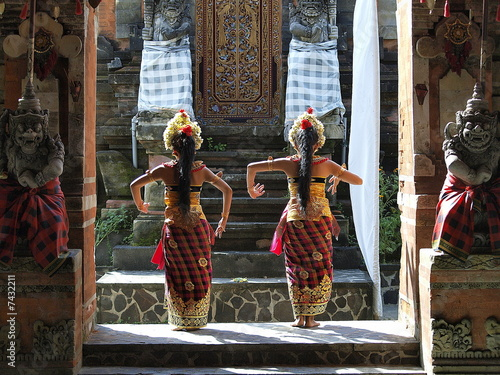 Montage in der Fensternische Bali Barong Dancers