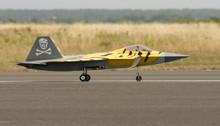 Avion Radiocommandé F 22 - 10