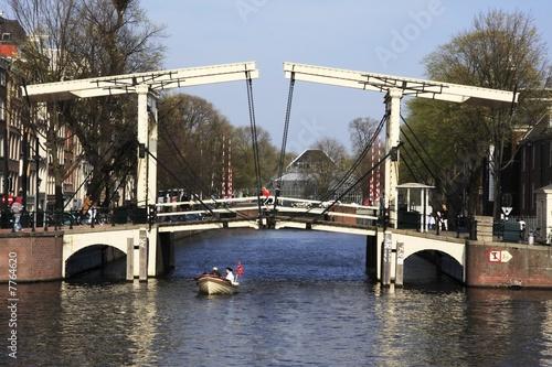 Stickers pour porte Ville sur l eau Amsterdam : des vélos, des bateaux, des canaux et ... des ponts