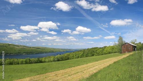 Fotografía  Scenic Green Riverside Pasture