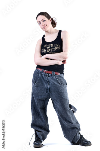 Photo Woman with long curly hair in baggy clothes