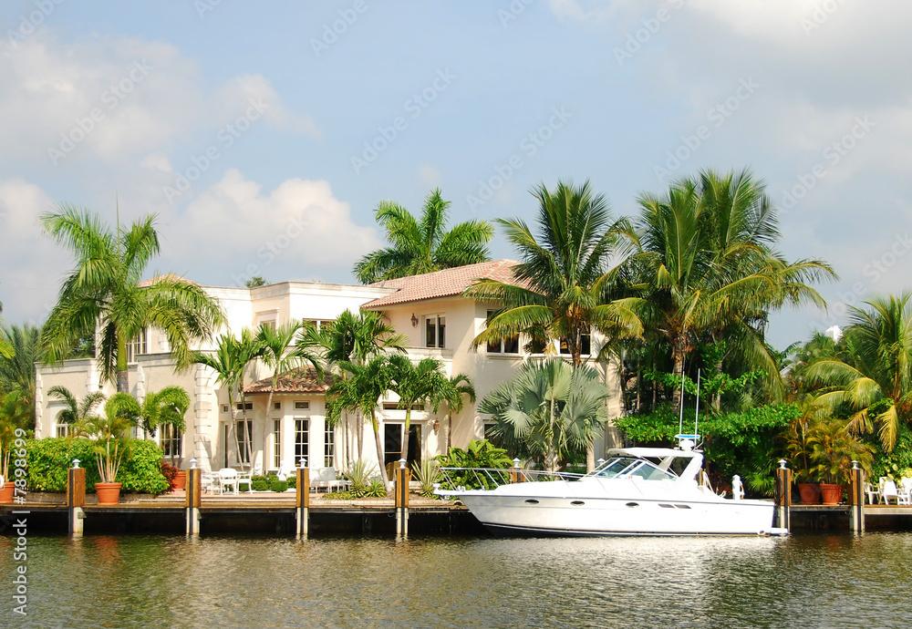 Fototapety, obrazy: Waterfront mansion