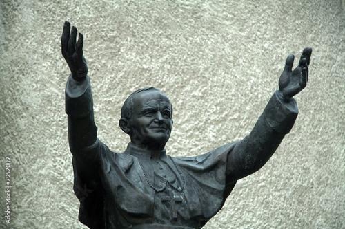 Fotografia john paul II sculpture in krosno, poland