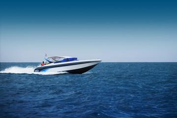 Brzi motorni čamac