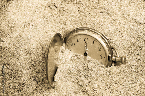 Vintage pocket clock buried in sand. Lost time concept. Tablou Canvas