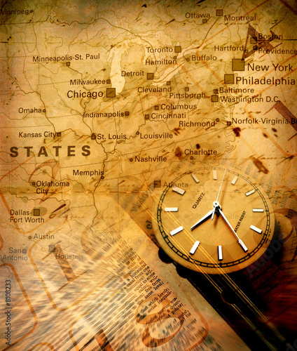 Papiers peints Retro Clock with old textured map